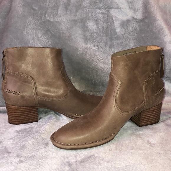 d3adbd781ea UGG Leather BANDARA Ankle Boot NWT NWT